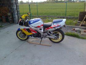 Sportowy Honda cbr 900 rr fireblade 1992 r sprzedam 1992 r 5200 PLN cena do negocjacji Goleszów