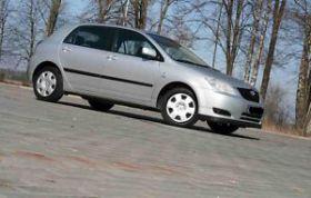 Toyota Corolla 2.0 l sprzedam srebrny sprowadzony 15500 PLN cena do negocjacji z małym przebiegiem Tłuszcz