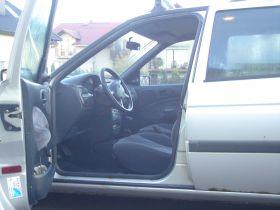Ford Escort Hatchback sprzedam z małym przebiegiem komplet dokumentów nieuszkodzony 3000 PLN benzyna