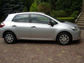 Toyota Auris 1.4 l sprzedam srebrny 59000 PLN cena do negocjacji kupiony w polskim salonie diesel