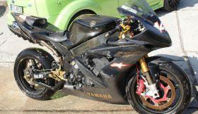 Sportowy Yamaha YZF R1 2005 r sprzedam kupiony w polskim salonie 200 KM od pierwszego właściciela 2005 r