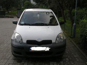 Toyota Yaris Base + klimatyzacja sprzedam biały 14150 PLN cena do negocjacji z klimatyzacją benzyna