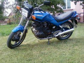 Turystyczny Yamaha XS 400 1984 r sprzedam niebieski 3000 PLN cena do negocjacji 1984 r Krypno Wielkie