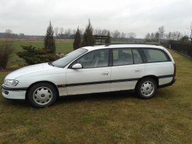 Opel Omega sprzedam biały szyberdach benzyna Welurowa 2100 PLN cena do negocjacji Wieruszów