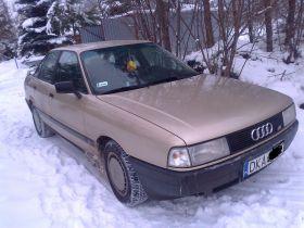 Audi 80 1997 r sprzedam złoty 2200 PLN cena do negocjacji benzyna + komplet opon Ciechanowice