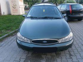 Ford Mondeo sprzedam zielony 4000 PLN cena do negocjacji benzyna z małym przebiegiem w Libiążu