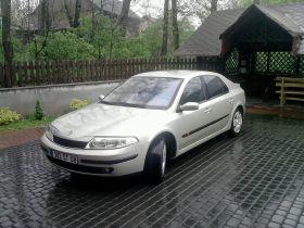 Renault Laguna 1.9 l zielony 10500 PLN cena do negocjacji ABS ESP 5-drzwiowy dodatkowy komplet opon
