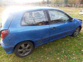 Fiat Bravo 1.2 l sprzedam niebieski 3500 PLN cena do negocjacji uszkodzony ABS z małym przebiegiem