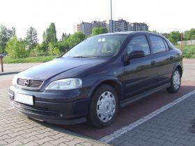 Opel Astra 2002 r sprzedam granatowy alarm z kratką 10500 PLN cena do negocjacji dodatkowy komplet opon Sosnowiec