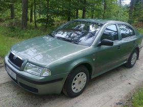 Skoda Octavia Hatchback sprzedam seledynowy z małym przebiegiem benzyna ABS 15500 PLN cena do negocjacji