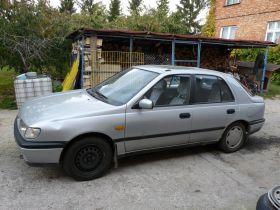 Nissan Sunny N14 sprzedam srebrny nieuszkodzony z szyberdachem 2000 PLN cena do negocjacji Świecie
